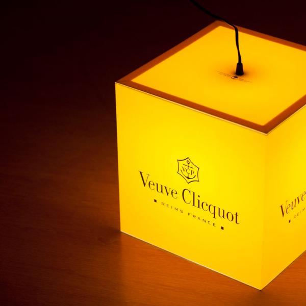 ight-cube-personalized-lamp-veuve-clicquot-champagne